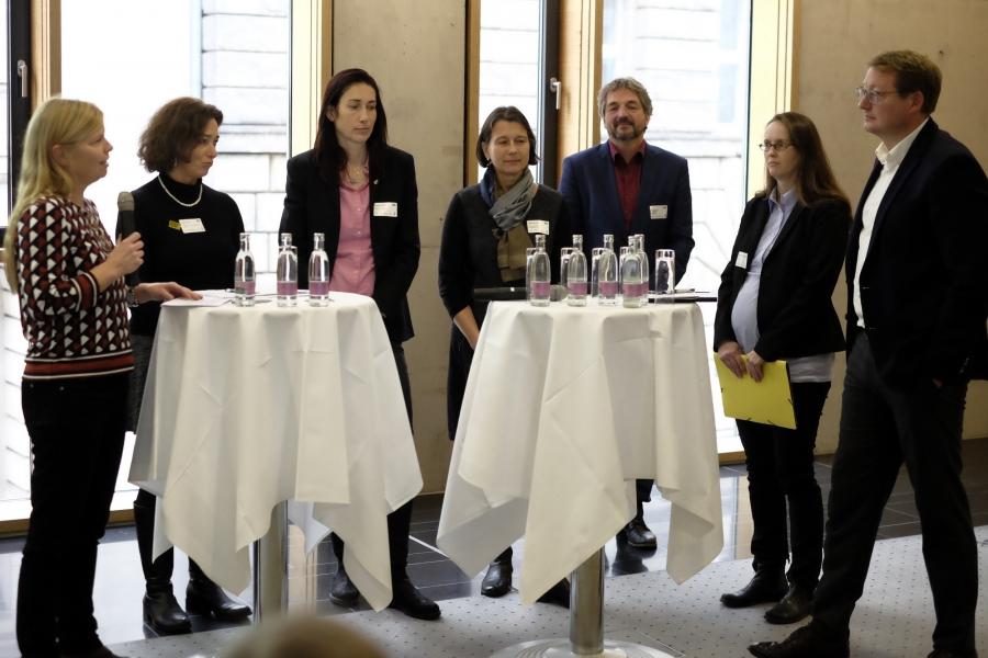 Talk und Diskussion mit Anne-Kathrin Kaelcke (BMFSFJ),  Dr. Jan Ole Püschel (BKM),  Kirsten Kramer  (Erfurter Netcode, Thüringer Landesmedienanstalt), Yvonne Leifheit (KiKA), Prof. Dr. Roland Rosenstock (Uni Greifswald), Helga Kleinen (Seitenstark e.V.)