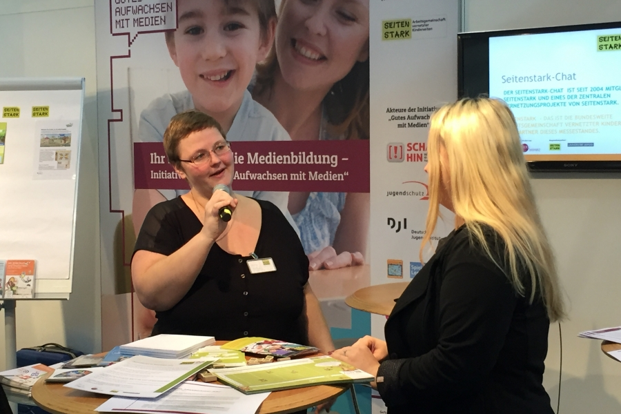 Katja Reszel stellt den Seitenstark-Chat vor; (c)Foto: Birgit Brockerhoff